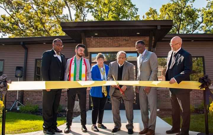 Andrew Young cuts ribbon at the Jean Childs Young Intercultural Center at Manchester University